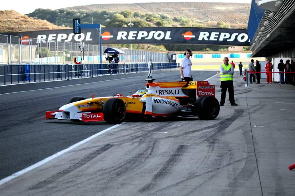 El Renault saliendo de boxes (Jesús Mendoza ©)