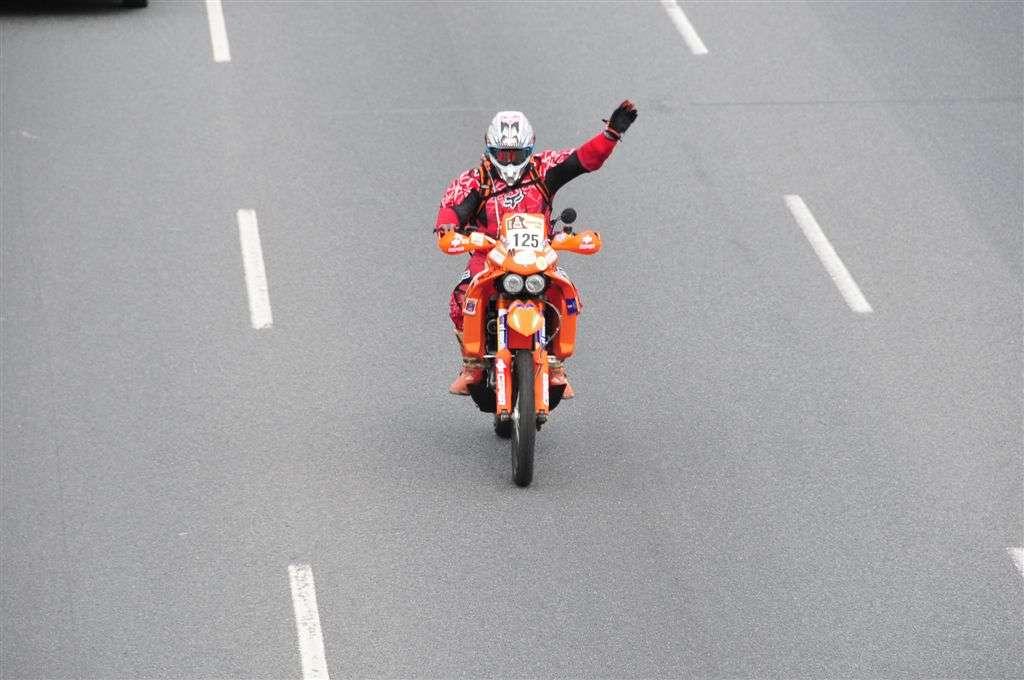 El español José Manuel Peñate (KTM), en el inicio del Dakar (Miguel Cañigral ©).