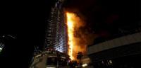 Un espectacular incendio consume un rascacielos en Dubái