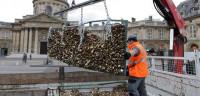 El Ayuntamiento de París retira los candados del Puente de las Artes