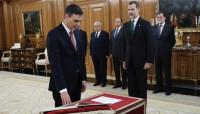Pedro Sánchez, primer presidente del Gobierno de la democracia que promete su cargo sin crucifijo ni Biblia