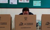 Ecuador vota en referéndum a favor de eliminar la reelección indefinida