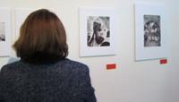 Cruz Roja pone rostro a los horrores de la guerra a través de 60 fotografías de Jean Mohr en el MuVIM