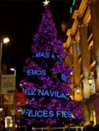 Árbol navideño interactivo en Barcelona
