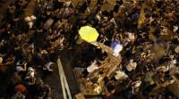 Cientos de personas permanecen en el distrito de Mong Kok en Hong Kong