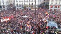 Miles de personas piden referéndum sobre monarquía o república