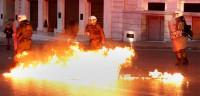 El Parlamento griego aprueba entre protestas la reforma de las pensiones