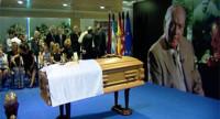 La capilla ardiente de Di Stéfano cierra sus puertas entre vítores