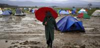 12.000 refugiados afrontan la lluvia en Idomeni
