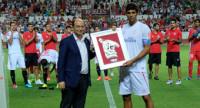El Sevilla vence al Córdoba en el Memorial Antonio Puerta (2-0)