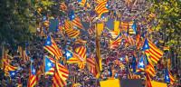Cientos de miles de catalanes salen a la calle para reivindicar el 9N