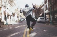 Diez canciones para deslizarte (bailando) por la cuesta de septiembre