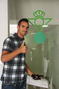 Entrenamiento del Betis con Ángel como novedad