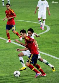 España afina puntería antes de comenzar la defensa de la estrella (5-0)