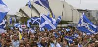 Miles de escoceses salen a la calle a cuatro días del referéndum