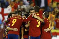 España sella su presencia en Brasil (2-0)