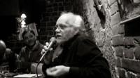 """""""No discrimino, como lector, los efectos que me produce la poesía"""""""