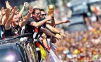 Una multitud eufórica recibe a Alemania en Berlín