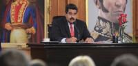 Maduro sube el precio de la gasolina y devalúa el bolívar