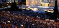 Miles de griegos se manifiestan para apoyar a Tsipras