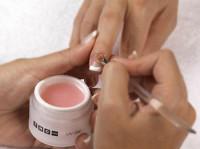 Los peligros de las uñas de gel