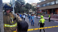 Un civil y dos policías heridos en explosión en un centro policial en Bogotá