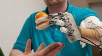 Controlar la mano biónica con la mente