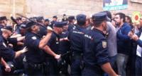 La Policía Nacional carga contra cientos de manifestantes