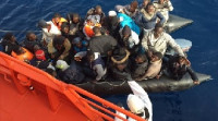 Rescatadas 53 personas a bordo de una patera localizada a 35 millas al sur de Málaga