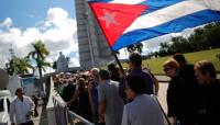 Los cubanos toman la Plaza de la Revolución para despedir a Fidel Castro