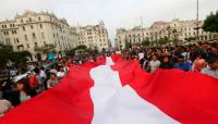 Miles de personas se manifiestan en varias ciudades de Perú contra el indulto a Fujimori