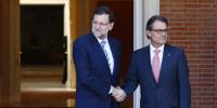 Rajoy recibe a Mas sin descender los escalones de La Moncloa