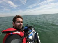 3.582 km en moto de agua limpiando la costa de plásticos de Portugal a Italia