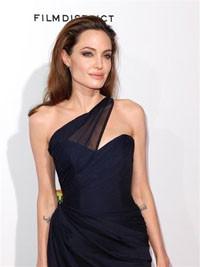 Angelina quiere engordar