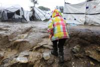 Mujeres embazadas, menores y supervivientes de torturas, en situación de total abandono en los campos griegos