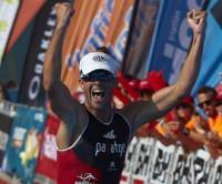 Xavi Llobet renueva su corona en el Valencia Triatlón