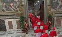 Los 115 cardenales se encierran por segundo día en la Capilla Sixtina para elegir Papa