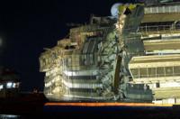 El Costa Concordia de nuevo a flote