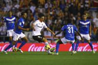El Valencia falla y se estrena el Almería (1-2)