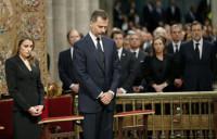 Miles de personas despiden a las víctimas en Santiago