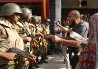 El Gobierno egipcio protegerá los edificios oficiales con fuego real