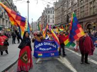 Bolivianos contra el golpe en el desfile de año nuevo de Londres