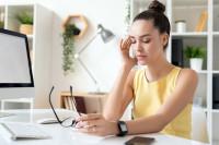 La migraña crónica aumenta las cifras de absentismo y bajas laborales