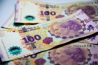 Argentina trata de poner freno a la devaluación del peso