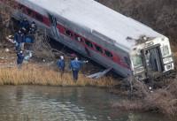 Cuatro muertos y 67 heridos al descarrilar un tren de metro