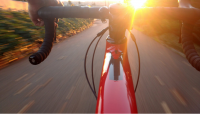 Beneficios de contar con un seguro para las personas que viajan en bicicleta