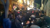 Grandes disturbios en el barrio madrileño de Lavapiés tras la muerte de un mantero