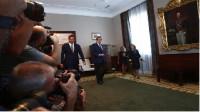 Rajoy ofrece a Sánchez negociar temas concretos para llegar a un acuerdo, liderado por él