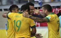 Brasil deja el 'jogo bonito' para otro día (2-1)