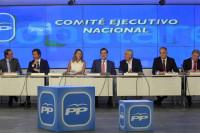 Rajoy se reúne con los barones para pedir apoyo a los Presupuestos